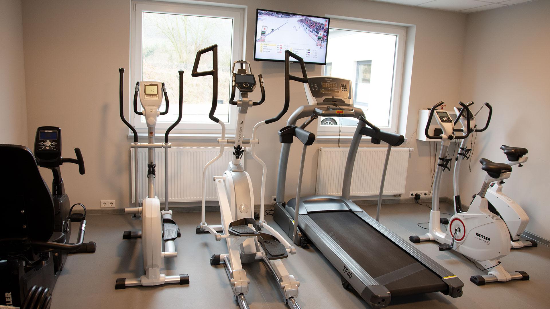 rhoenfit_fitnessstudio_geraete_laufband_fahrrad_bertsch_020319