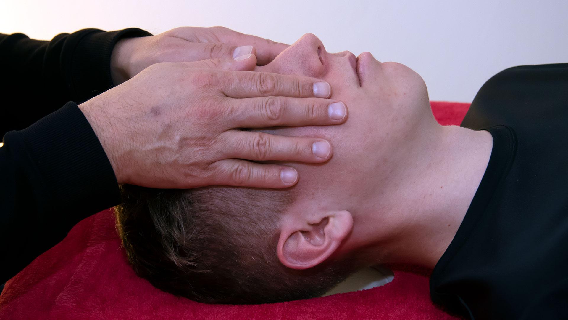 rhoenfit_physiotherapie_kopfdruck_bertsch_020319_02