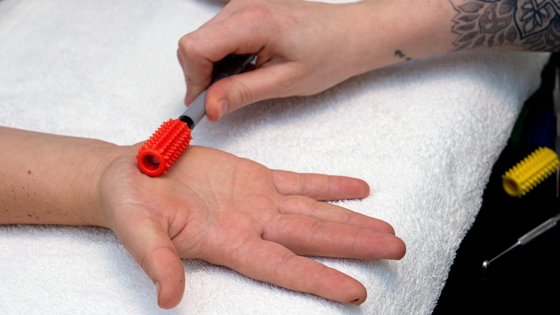 Bertsch_Ergotherapie_Therapie_Hand_Massage